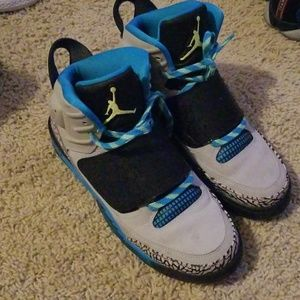 💙Just Reduced 🎉Jordan youth Son of Mars